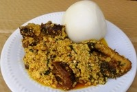 Nigerian Food: How to make Egusi Soup (Details)